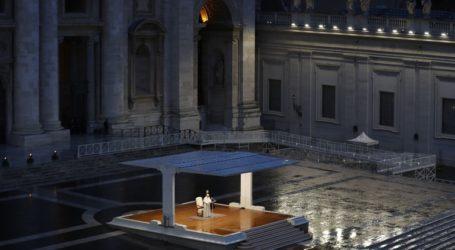 Ο Πάπας από την έρημη πλατεία του Αγίου Πέτρου: «Μεγάλο σκότος μας κάλυψε»