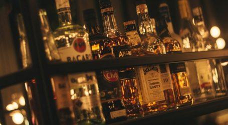 Η Γροιλανδία απαγορεύει την πώληση αλκοόλ για να μειώσει τα περιστατικά βίας κατά τη διάρκεια των μέτρων περιορισμού