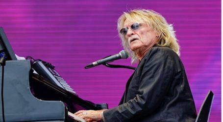Με αναπνευστική ανεπάρκεια νοσηλεύεται ο τραγουδιστής Κριστόφ