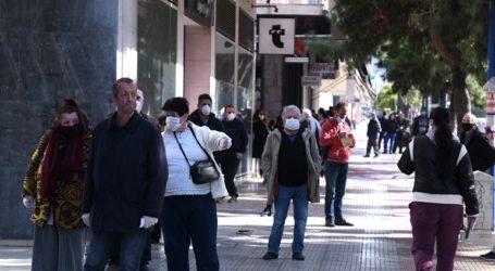 Στις ουρές των ATM οι συνταξιούχοι αναστενάζουν