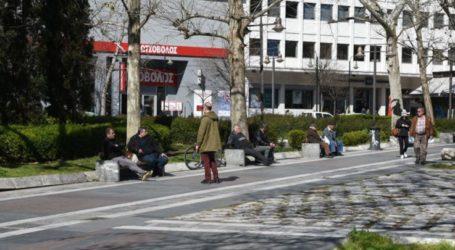 Κι όμως Λαρισαίοι παππούδες στην Κεντρική πλατεία δεν χαλάνε την συνήθεια για κους κους και καφέ στα παγκάκια (φωτο)
