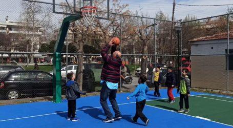 Μπέος: Έπαιξε μπάσκετ με τα παιδιά