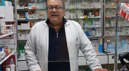 Πίσω από το πλέξι γκλας ο πρόεδρος των Φαρμακοποιών