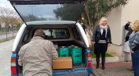 Μοίρασαν τρόφιμα σε ευάλωτες οικογένειες του Βόλου