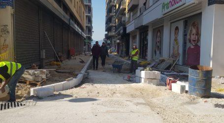 Συνεχίζεται η πεζοδρόμηση της οδού Τοπάλη