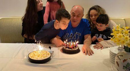 Τα 62α γενέθλιά του γιόρτασε ο Αχιλλέας Μπέος [βίντεο]