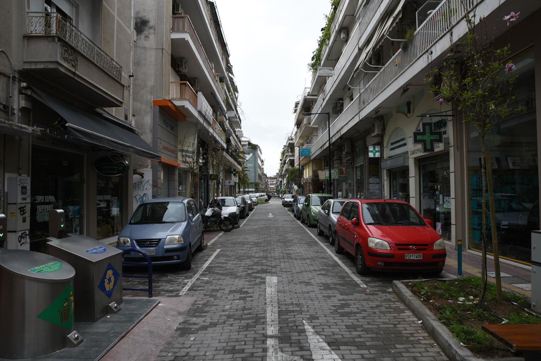 Ελάχιστοι στο κέντρο της Λάρισας, τέταρτη ημέρα της απαγόρευσης - Δείτε φωτορεπορτάζ