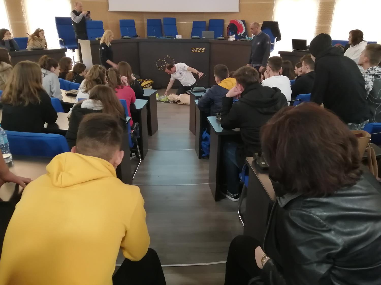 Μαθήματα καρδιοαναπνευστικής αναζωογόνησης στο 2ο ΓΕΛ Λάρισας