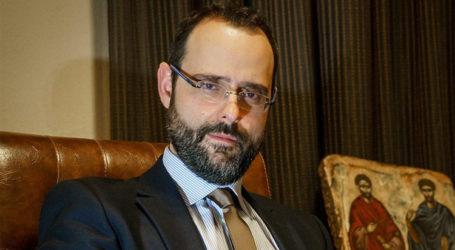 Ο βουλευτής Κ. Μαραβέγιας παίζει με τα παιδιά του και μας προτρέπει να «μείνουμε σπίτι» [βίντεο]