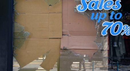 """Δείτε φωτογραφίες: Λαρισαίος """"έσπασε"""" κατάστημα στη Μεγάλου Αλεξάνδρου"""