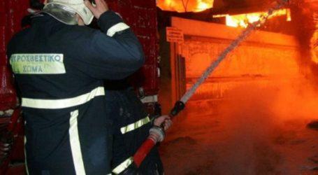 Φωτιά έκαψε ολοσχερώς κτίριο στη Μελιβοία