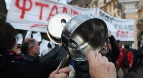 Βαράνε κατσαρόλες στα μπαλκόνια οι Βολιώτες ενάντια στην λειτουργία τσιμεντοβιομηχανίας