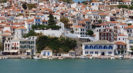 Σκόπελος: Άνοιγαν αυλάκι σε παραλία και συνελήφθησαν