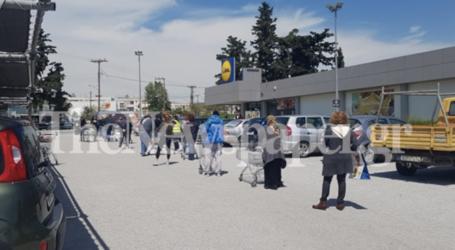 Τεράστιες «ουρές» στα σούπερ μάρκετ του Βόλου – Κλήθηκε η Αστυνομία [εικόνες]