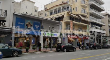 Βόλος: «Ουρές» στα καταστήματα κινητής τηλεφωνίας