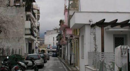 Βόλος: Πετούσε μπουκάλια, πιάτα και κατσαρόλες από το μπαλκόνι του σπιτιού του!