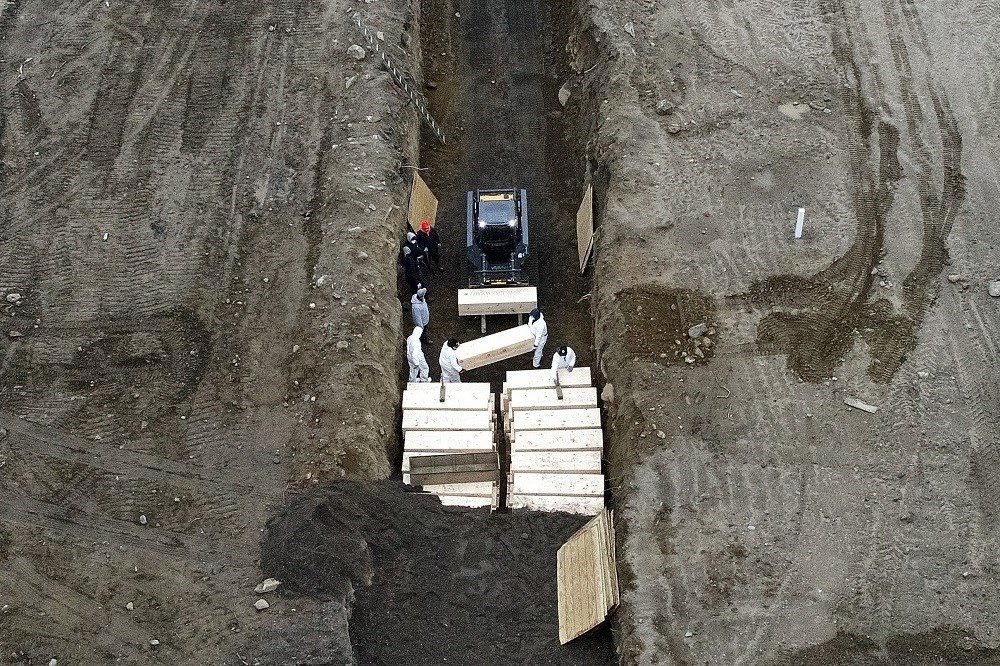 Ομαδικός τάφος στη Νέα Υόρκη - Τα κρούσματα ξεπέρασαν κάθε άλλη χώρα στον κόσμο