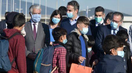Παρουσία του πρωθυπουργού η αναχώρηση ασυνόδευτων ανηλίκων από την Αθήνα στη Γερμανία