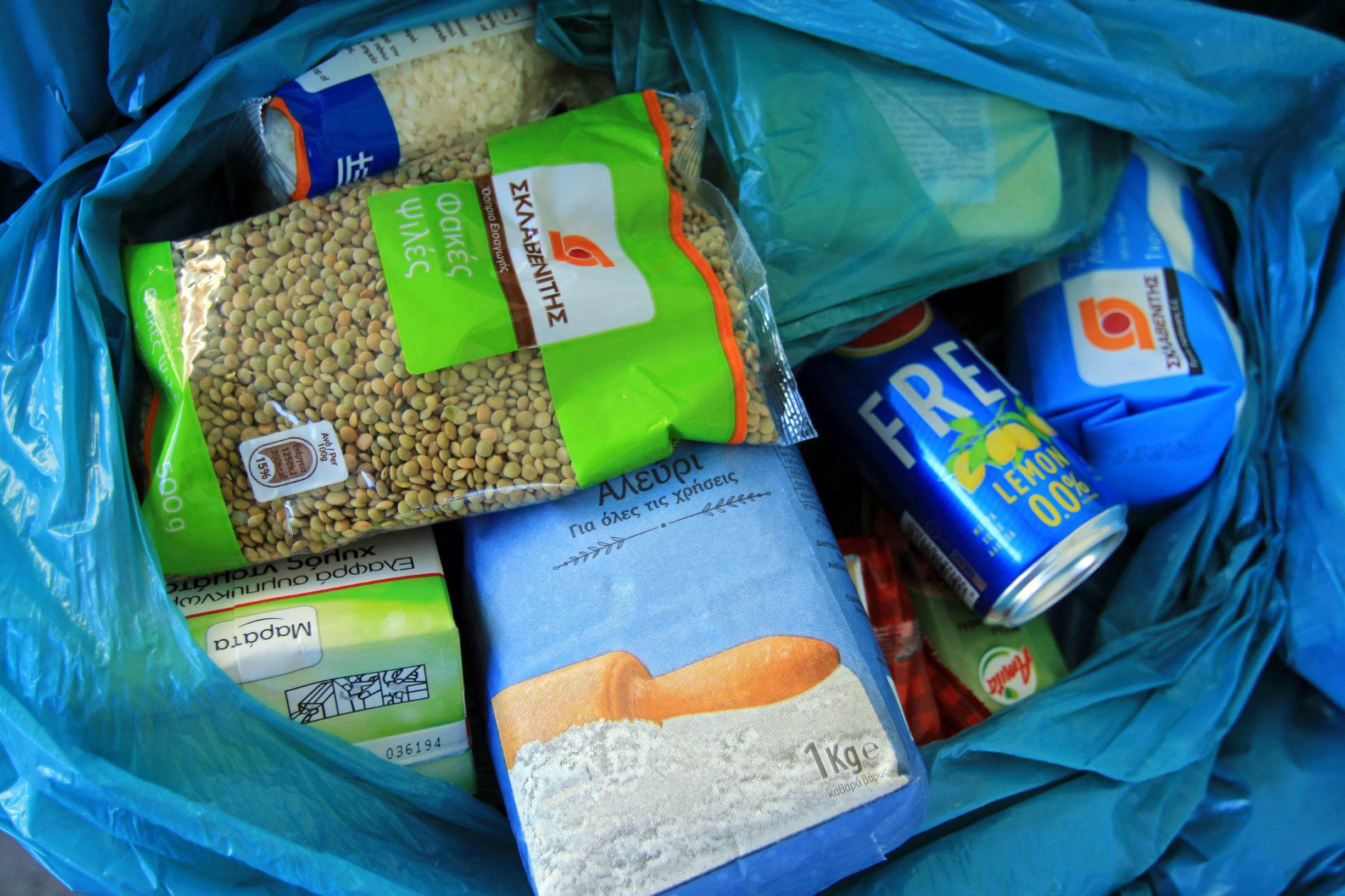 Ολοκληρώθηκε η διανομή αγαθών σε 1500 οικογένειες της περιοχής καραντίνας στη Νέα Σμύρνη από το δήμο Λαρισαίων (φωτο)