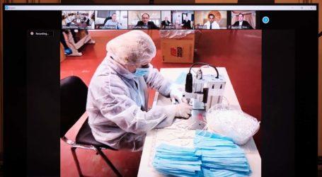 Λαρισαίοι κατασκευάζουν μάσκες με πρώτες ύλες από Ελλάδα – Μίλησαν με τηλεδιάσκεψη με τον Μητσοτάκη (φωτό)