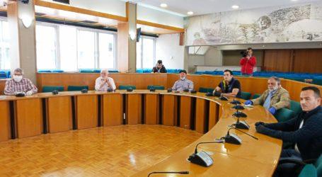 Εντείνονται οι πιέσεις για ναβρεθεί λύση για τις λαϊκές αγορές – Συνάντηση εκπροσώπων Ομοσπονδιών Αγροτικών Συλλόγων με τον Αγοραστό