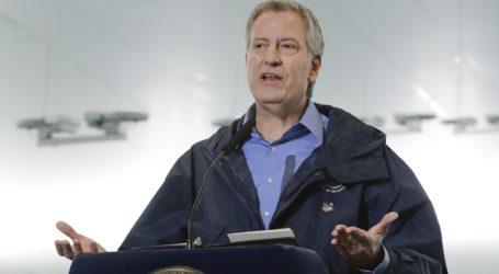 Ο δήμαρχος της Νέας Υόρκης απαιτεί μια απάντηση από τον Λευκό Οίκο για αποστολή νοσηλευτικού προσωπικού
