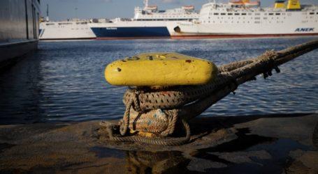 Σε ισχύ απαγορευτικό απόπλου από το λιμάνι του Πειραιά λόγω ισχυρών ανέμων