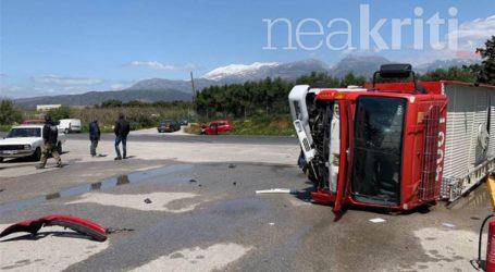 Πυροσβεστικό όχημα στο Ηράκλειο συγκρούστηκε με Ι.Χ.