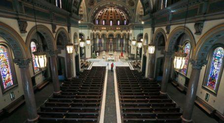 Η πανδημία αποθάρρυνε τους πιστούς αλλά ορισμένες εκκλησίες εξακολουθούν να λειτουργούν