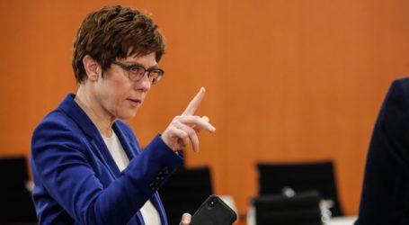 Υπέρ της συντονισμένης δράσης κυβέρνησης-κρατιδίων τάσσεται η Κάρενμπαουερ