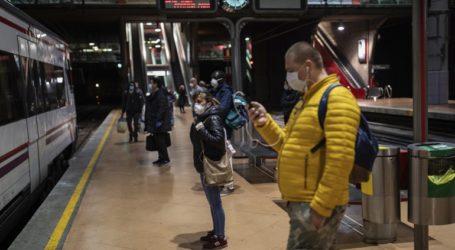 Με μάσκες και θερμόμετρα επιστρέφουν σταδιακά στις δουλειές τους οι Ισπανοί