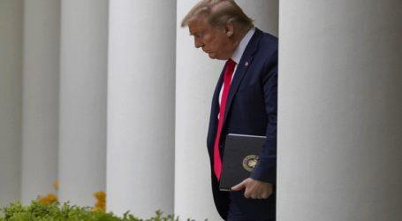 O Τραμπ επικρίνεται διότι το όνομά του θα τυπωθεί στις επιταγές των βοηθημάτων προς δικαιούχους