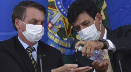 Ο Μπολσονάρου απέλυσε τον υπουργό Υγείας