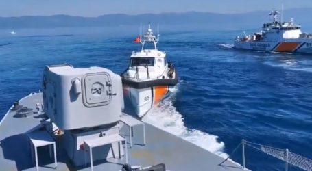 Τουρκικά σκάφη προωθούν βάρκα με μετανάστες στη Μυτιλήνη