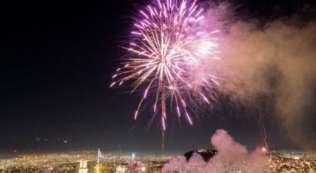 Η Αθήνα γιόρτασε την Ανάσταση με πυροτεχνήματα