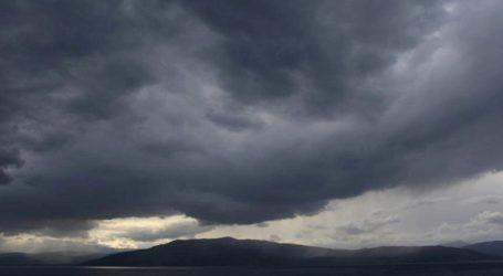 Συννεφιά και βροχές στα βόρεια, σκόνη και ζέστη στα νότια