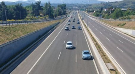 Εκτροπή φορτηγού μπλόκαρε την κυκλοφορία στους Αγ. Θεοδώρους