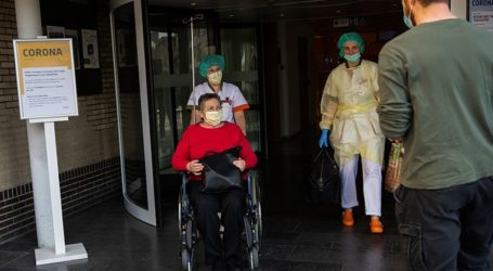 Μειώνεται ο αριθμός εισαγωγών ασθενών με Covid-19 στα νοσοκομεία