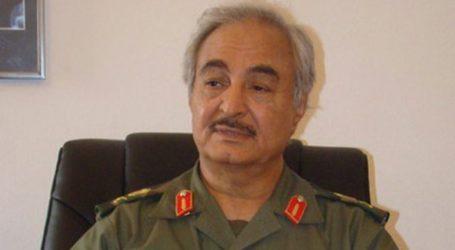 Ο στρατάρχης Χαφτάρ δηλώνει ότι έλαβε τη «λαϊκή εντολή» να κυβερνήσει τη Λιβύη