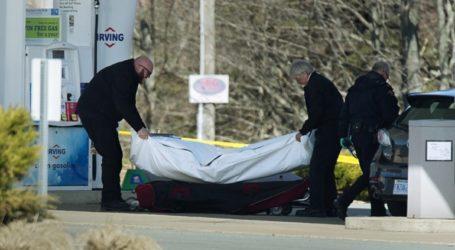 9 από τα 22 θύματα του μακελειού στη Νέα Σκωτία έχασαν τη ζωή τους όταν ο δράστης πυρπόλησε τα σπίτια τους
