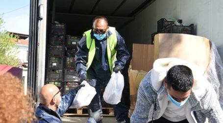 Λάρισα: Έφτασαν τα τεράστια φορτία με τρόφιμα για το πασχαλινό τραπέζι στη Νέα Σμύρνη – Δείτε φωτογραφίες