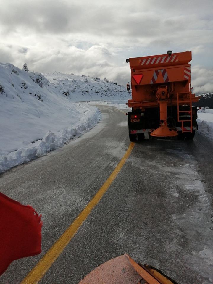 Ανοιχτό το οδικό δίκτυο της Π.Ε. Λάρισας - Επιχειρούν 15 μηχανήματα της Περιφέρειας (φωτο)