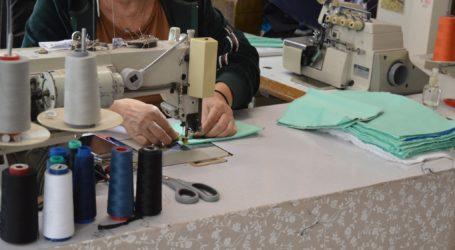 Μοδίστρες του Βόλου φτιάχνουν προστατευτικές μάσκες για τον Κορωνοϊό [εικόνες]