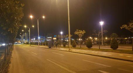 Βράδυ Μεγάλης Πέμπτης: «Νεκρή» πόλη ο Βόλος – Δείτε εικόνες
