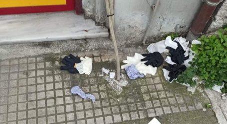 Απαράδεκτη εικόνα: Γέμισαν τον Βόλο πεταμένα γάντια και μάσκες [εικόνες]