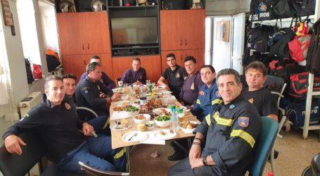 Κυριακή του Πάσχα με τους πυροσβέστες του Βόλου – Πιστοί στο καθήκον εν μέσω πανδημίας