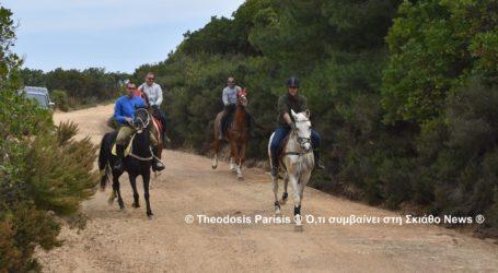 Σκιάθος: Ιπποδρομία προς τιμήν του Αγίου Γεωργίου [εικόνες]