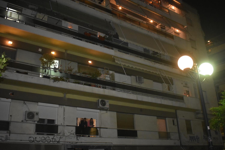 Συγκίνηση: Ανάσταση στα μπαλκόνια για χιλιάδες Λαρισαίους - Δείτε βίντεο και φωτογραφίες