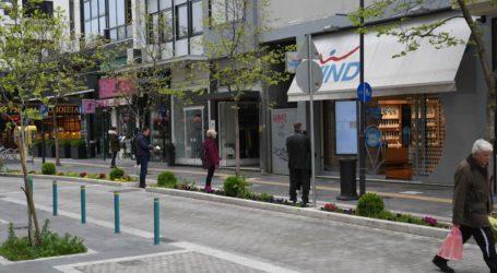 Υποτονική σήμερα η κίνηση στο κέντρο της Λάρισας – Μικρότερες ουρές σε τράπεζες και καταστήματα κινητής (φωτό)
