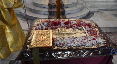 Δείτε φωτογραφίες: Η «απόκοσμη» Ακολουθία του Επιταφίου Θρήνου στον Άγιο Αχίλλιο